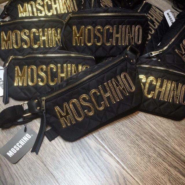 Túi MOSCHINO đeo bụng chữ to trần trám - 21622101 , 1051150303 , 322_1051150303 , 250000 , Tui-MOSCHINO-deo-bung-chu-to-tran-tram-322_1051150303 , shopee.vn , Túi MOSCHINO đeo bụng chữ to trần trám