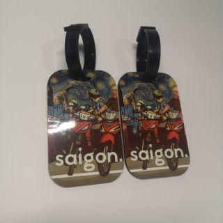 Tag hành lý in hình starry night Van Gogh ở Saigon thumbnail