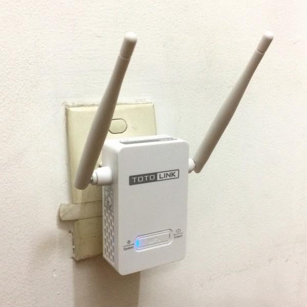 Bộ kích sóng Repeater Wifi TotoLink EX200 Chuẩn tốc độ 300Mbps