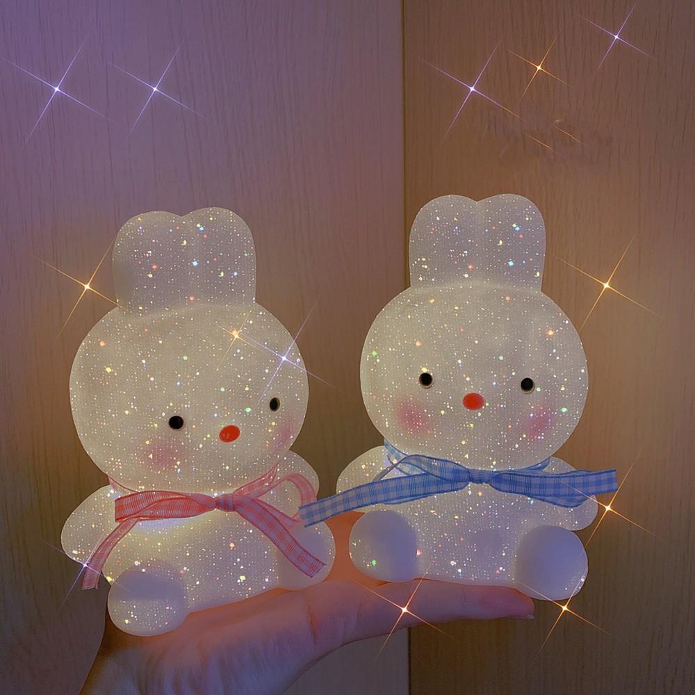 Đèn ngủ led để bàn phòng ngủ, đèn ngủ trang trí hình thỏ thắt nơ URI DECOR