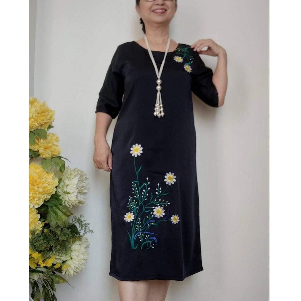 Váy Đầm Thêu Hoa Cúc - Dáng Suông Che Bụng - Vải Lụa Gân Pháp không Co Giãn - Có dây kéo, 2 Túi - Size 50kg - 92kg