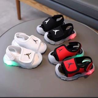 Sandal cho bé có đèn led