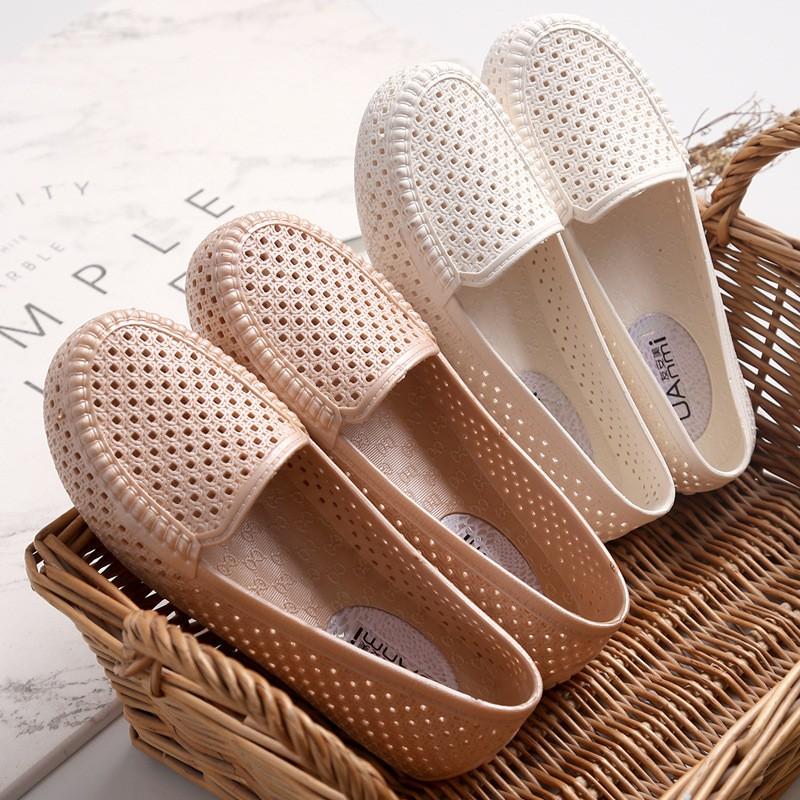 Giày Slipon Nữ Thời Trang Chất Da Có Lỗ Thoáng Mát Dễ Xỏ Tiện Lợi Đơn Giản