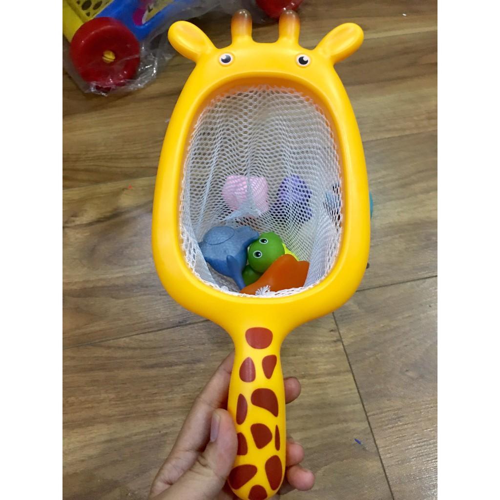 Đồ chơi nhà tắm vợt lưới và 3 con vật (ngẫu nhiên)