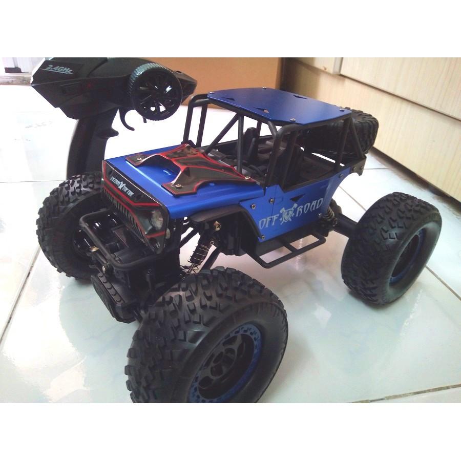 Xe điều khiển từ xa địa hình size lớn 4WD 2.4GHZ có sạc đầy đủ