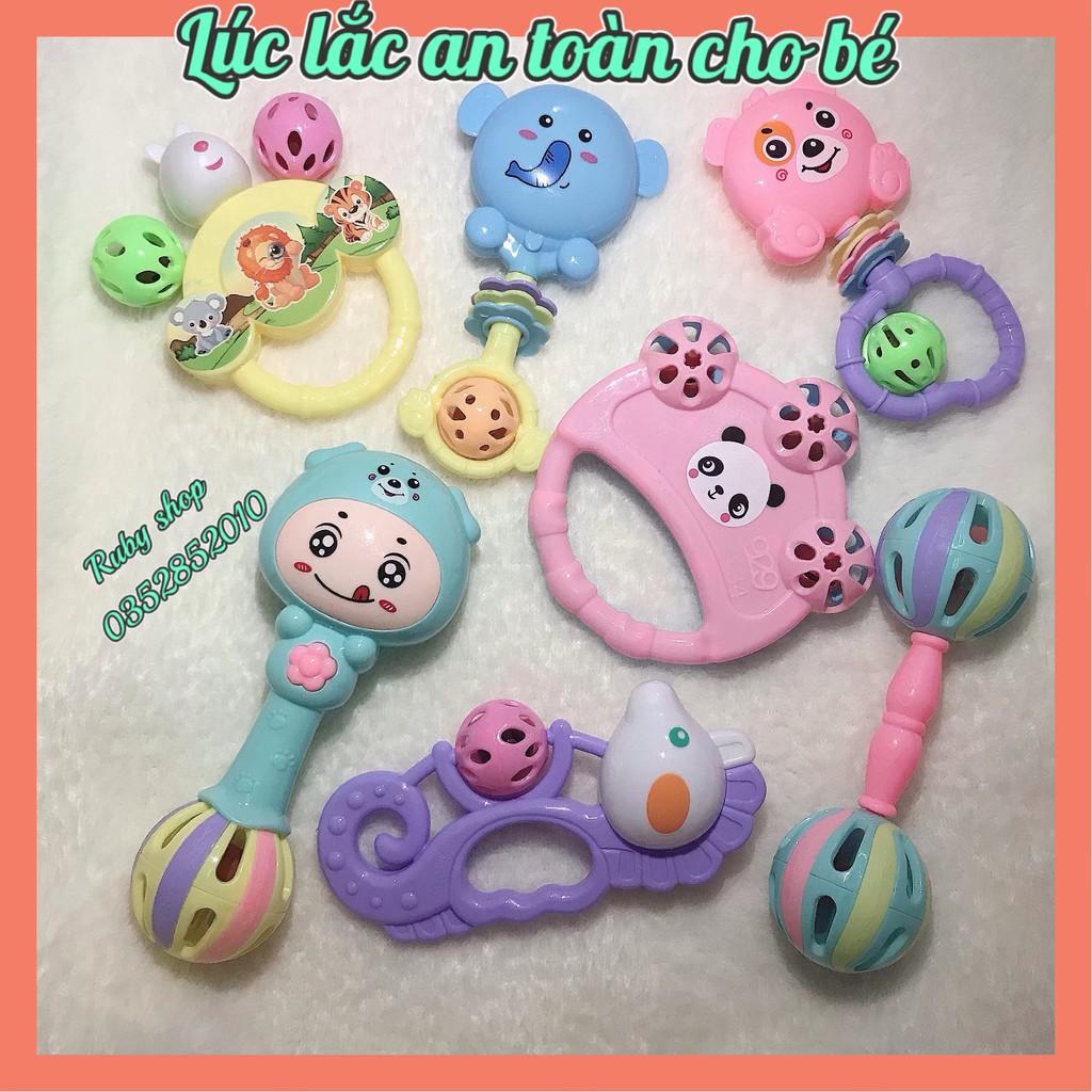 [Giá Ưu Đãi] Bộ đồ chơi 7 món Xúc Xắc cho bé cực đáng yêu-Chất liệu nhựa cao cấp, giúp bé phát triển thính giác