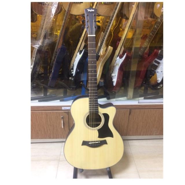 Guitar acoustic Taylor