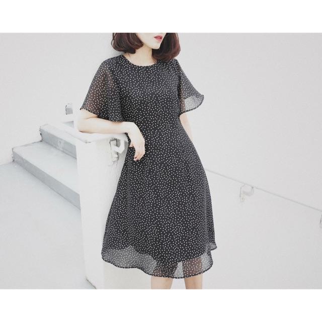 Váy chấm bi đen