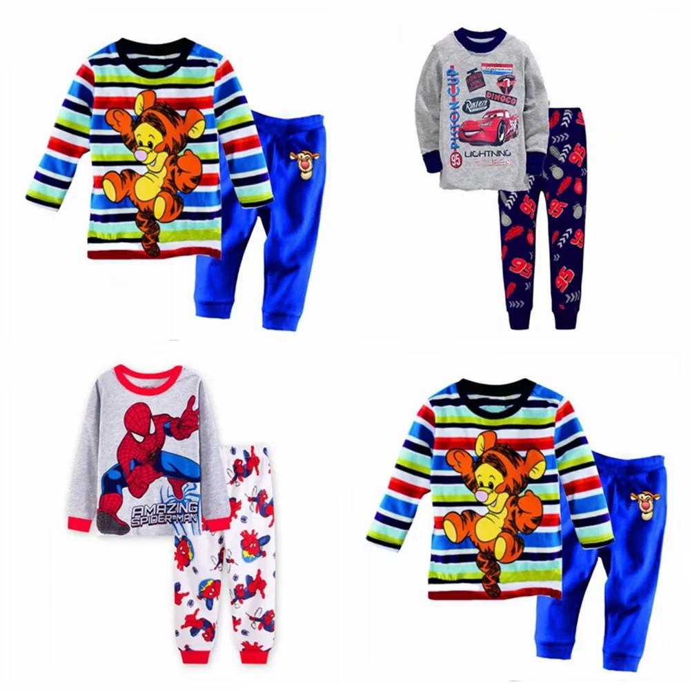 Bộ đồ ngủ gồm áo thun cổ tròn tay dài kèm quần dài in họa tiết hoạt hình dễ thương dành cho trẻ em