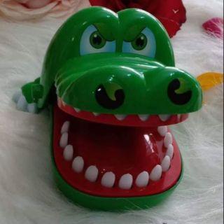 Răng cá sấu cỡ lớn đồ chơi