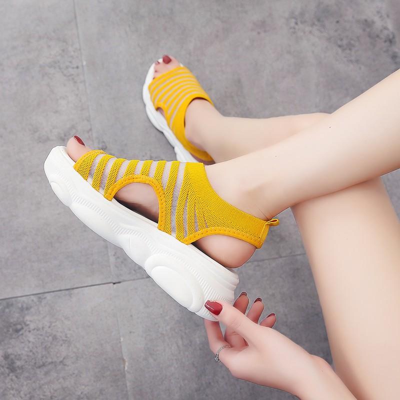 【จัดส่งฟรี】ins น้ำเครือข่ายสีแดงนักเรียนเกาหลีรองเท้าลำลองรองเท้าผู้หญิงเปลือกหนา