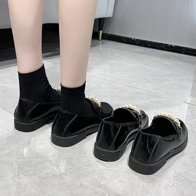 Giày da nữ mũi vuông đính ngọc trai