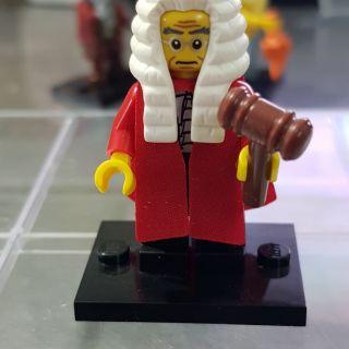 LEGO Minifigures thẩm phán