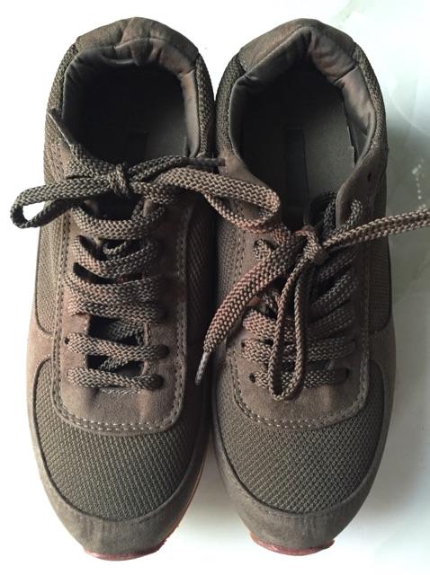 Giày zảra size 36 (37 mang vừa)( màu rêu)