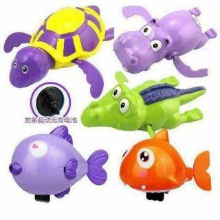 thú bơi dưới nước cho bé