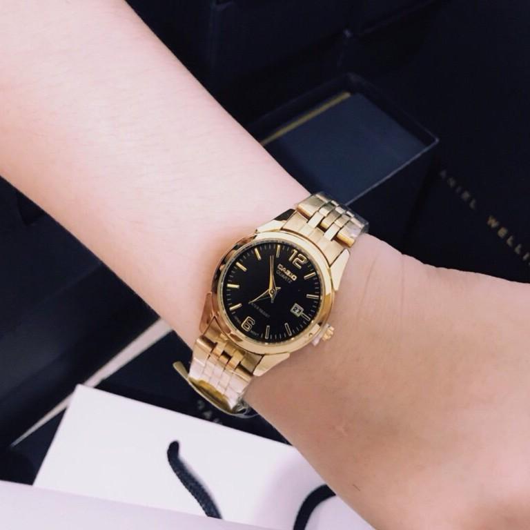 Đồng hồ nữ Casio dây vàng, mặt đen