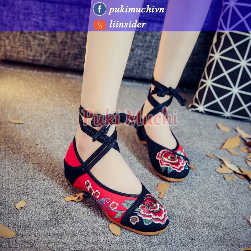 Giày thêu cổ trang họa tiết hoa đen đỏ dây buộc chéo cách điệu