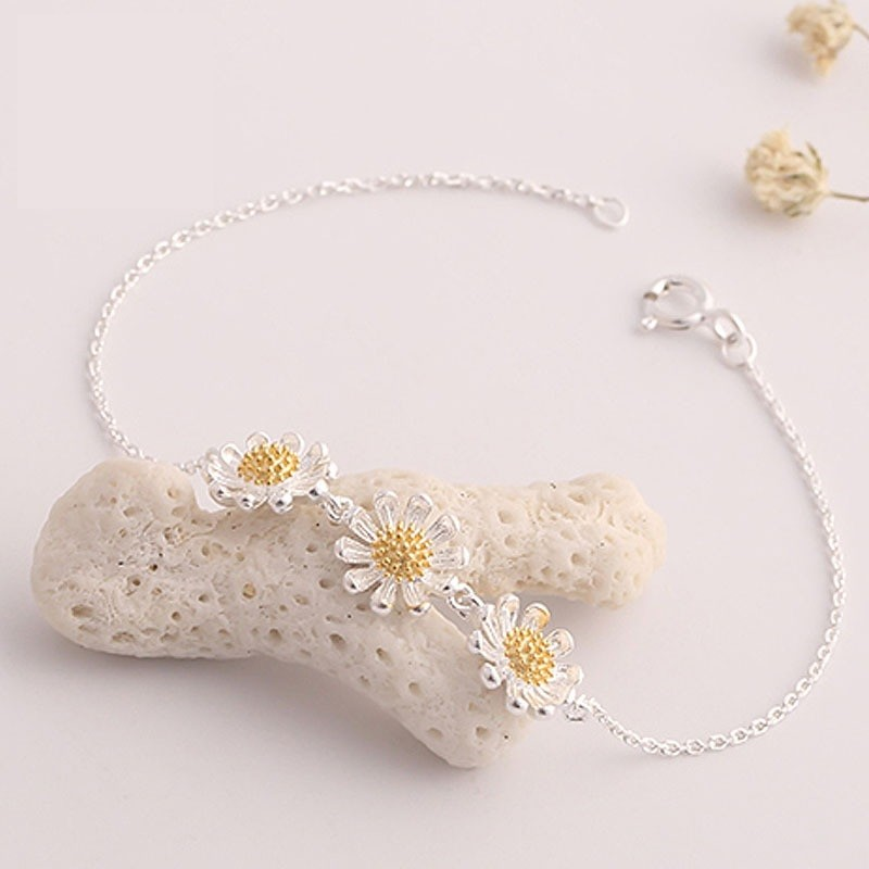 Vòng tay bạc 3 hoa cúc cao cấp Hàn Quốc - 2608236 , 35136118 , 322_35136118 , 75000 , Vong-tay-bac-3-hoa-cuc-cao-cap-Han-Quoc-322_35136118 , shopee.vn , Vòng tay bạc 3 hoa cúc cao cấp Hàn Quốc