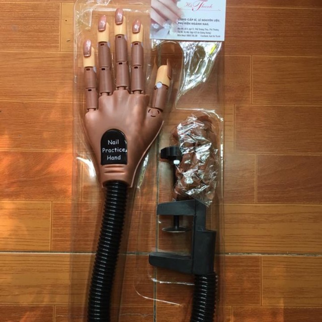 Bàn tay giả tập nails