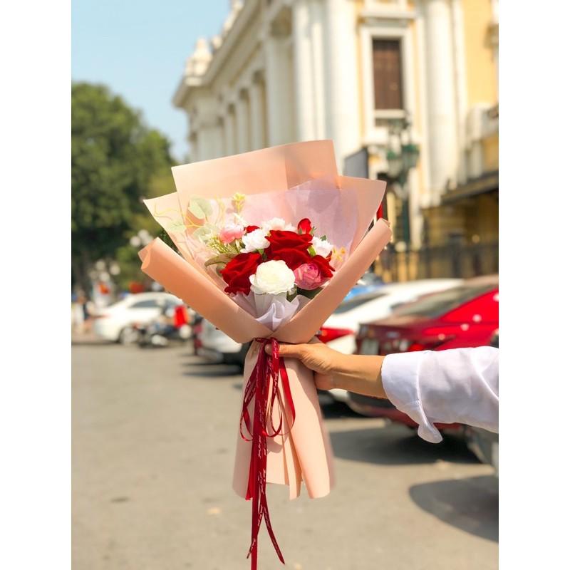 Bó hoa lụa cao cấp tone đỏ (Quà tặng 8/3) - Tặng thiệp