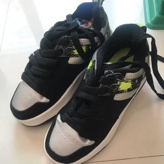 Giày trượt heelys cho bé