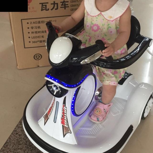 Xe điện tự lái có điều khiển từ xa cho bé