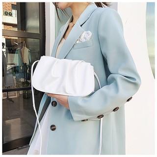 Túi đeo chéo đám mây nhăn nhúm có cúc hít