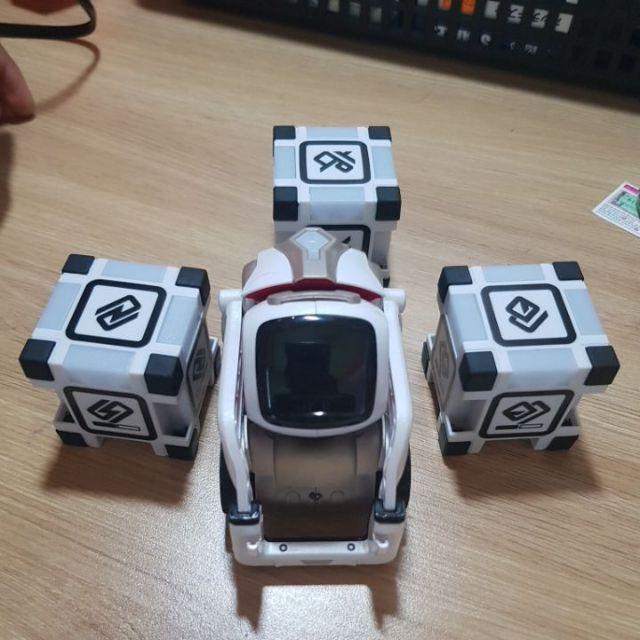 Robot thú cưng Cozmo(like new 99%)