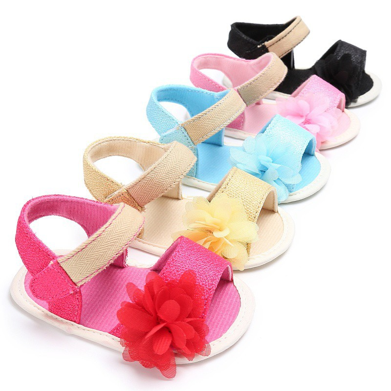 Sandal đế mềm đính hoa cho bé