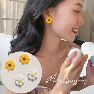 Bông tai hoa cúc trắng vàng nhỏ xinh - Mely 1469 thumbnail