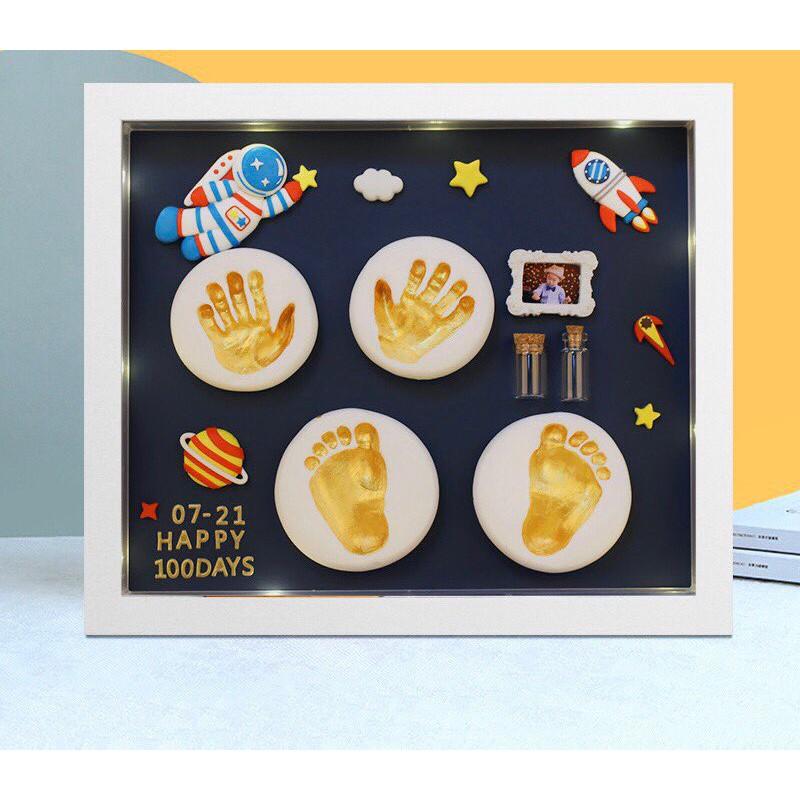 [ Tặng kèm hộp ] Bộ khung tranh in dấu tay bé full phụ kiện cao cấp có đèn và bảng chữ cái và số