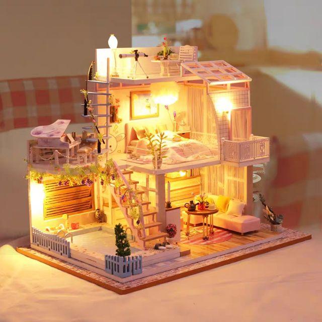 Kèm mica và 1 keo dán - Mô hình nhà gỗ búp bê Dollhouse DIY - P005 Meet The Hour