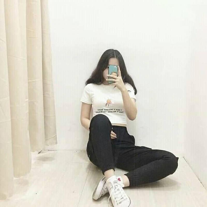 Mặc gì đẹp: Gợi cảm với Áo croptop body ôm cổ tròn in Bông Hoa Cúc, 2 màu đen/trắng VST