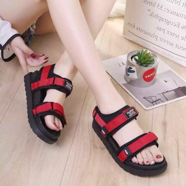 Sandal đế bằng