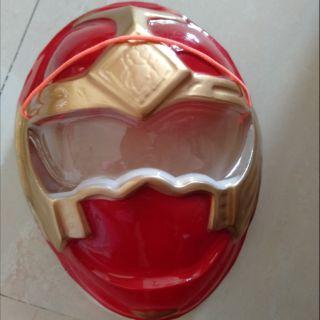 Mặt nạ siêu nhân đỏ