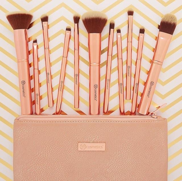 Bộ cọ 11 cây BH Cosmetics - Metal Rose Brush Set - Kèm túi đựng - 2509527 , 103002403 , 322_103002403 , 600000 , Bo-co-11-cay-BH-Cosmetics-Metal-Rose-Brush-Set-Kem-tui-dung-322_103002403 , shopee.vn , Bộ cọ 11 cây BH Cosmetics - Metal Rose Brush Set - Kèm túi đựng