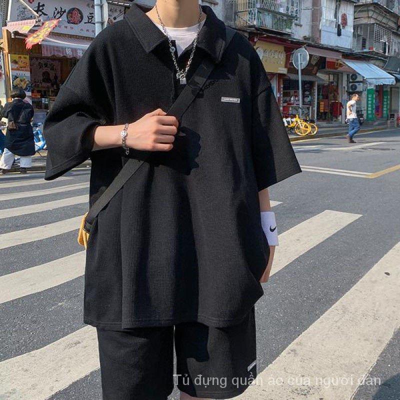 Mặc gì đẹp: Thoải mái với Set Đồ Thể Thao Ngắn Tay Dáng Rộng Phong Cách Hong Kong Cho Nam