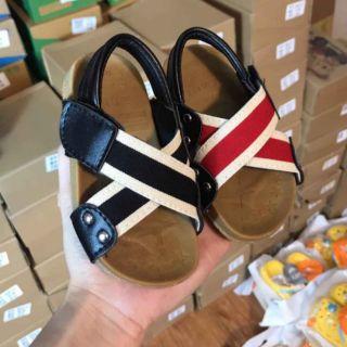 Dép sandal quai X hiện đại cho bé yêu
