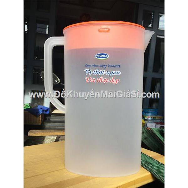 Ca nước nhựa Vinamilk 2 lít hình Elip có chia vạch - Kt: (26.5 x 20 x 8) cm. - 3300733 , 825028262 , 322_825028262 , 14000 , Ca-nuoc-nhua-Vinamilk-2-lit-hinh-Elip-co-chia-vach-Kt-26.5-x-20-x-8-cm.-322_825028262 , shopee.vn , Ca nước nhựa Vinamilk 2 lít hình Elip có chia vạch - Kt: (26.5 x 20 x 8) cm.