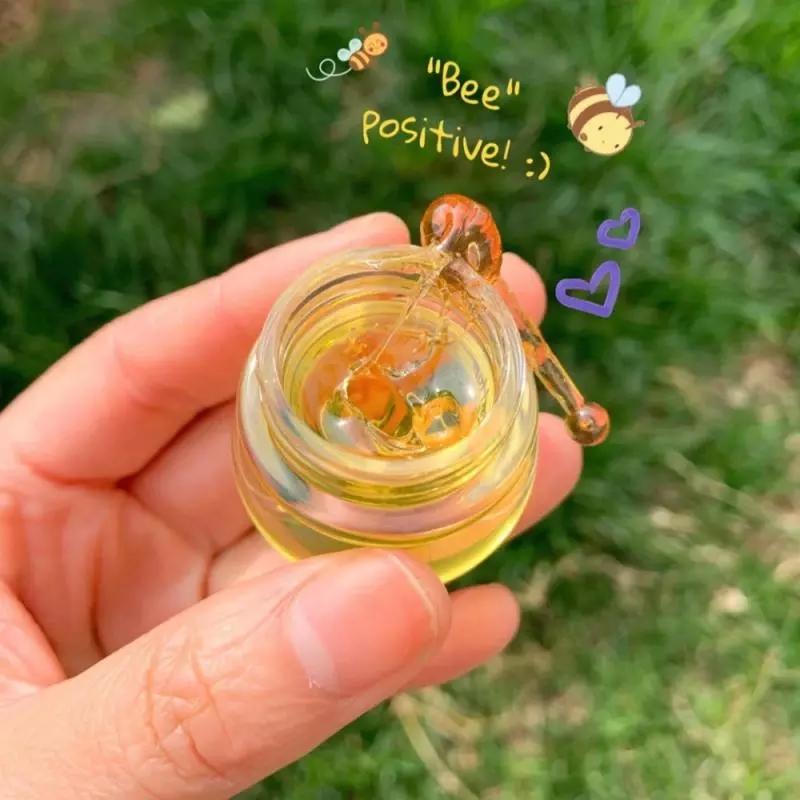 Mặt nạ ngủ từ mật ong giúp dưỡng ẩm chống khô và nứt nẻ môi hiệu quả