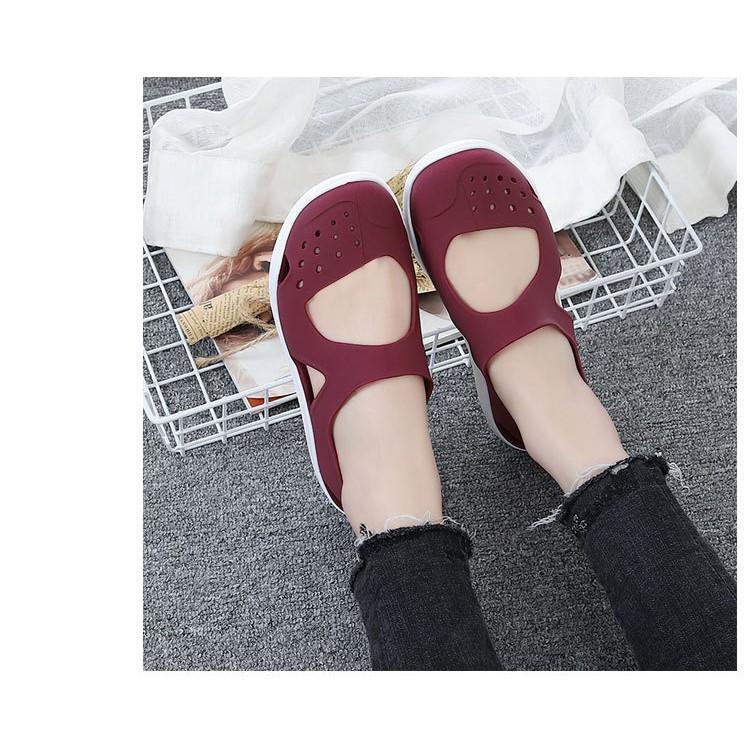 Giày cao su dẻo đi nhẹ và êm