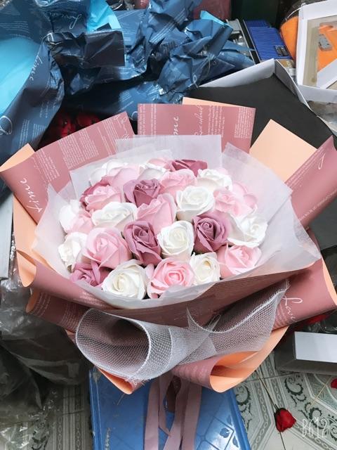Bó hoa sáp 31 bông có đèn leb