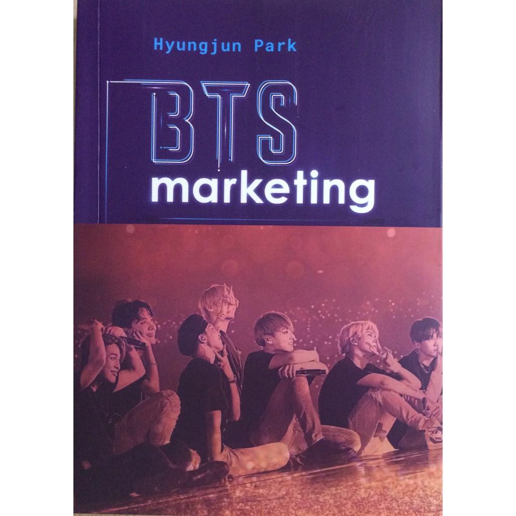 [ Sách ] BTS Marketing - Bản Đặc Biệt Tặng Kèm Banner BTS Hình 1 Trong Các Thành Viên Ngẫu Nhiên ( Số Lượng Có Hạn )