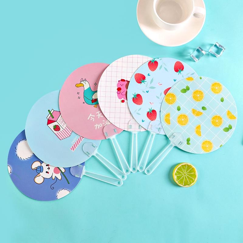 Quạt cầm tay mini bằng nhựa 12 mẫu họa tiết khác nhau tùy chọn đáng yêu dành cho học