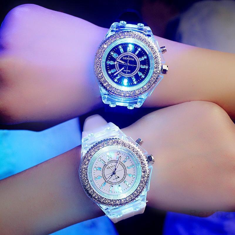 ผู้ชายและผู้หญิงนาฬิกาข้อมือแบบอะนาล็อกเคลื่อนไหว Led ในหลายสี 48