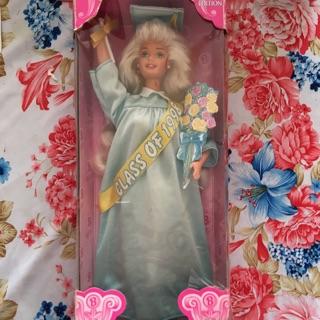 Búp bê Barbie tốt nghiệp