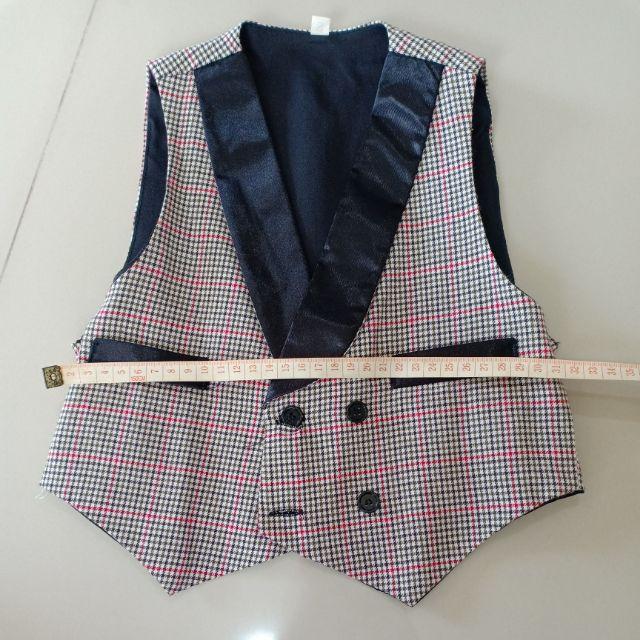 เสื้อเด็กชายมือสองสภาพสวย เสื้อกั๊ก ไซส์ s #ราคา 69 บาท