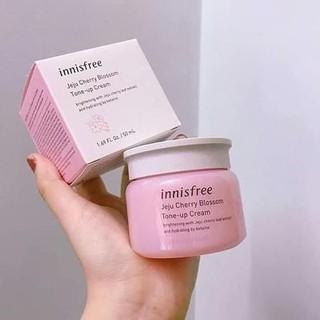 Kem Dưỡng Trắng Da Nâng Tone Innisfree Jeju Cherry Blossom Tone-Up Cream