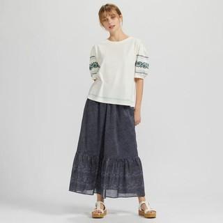 Chân váy xòe đuôi cá midi dòng Anna Sui duyên dáng của Uniqlo