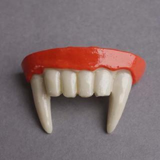 hộp 300 răng giả dùng để hóa trang halloween